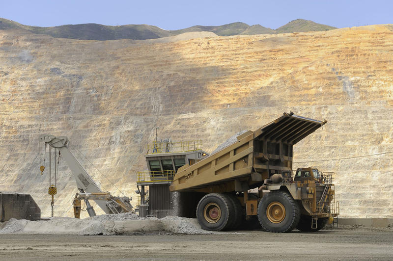 Kennecott Copper's mine on the Salt Lake Valley's western edge has scrapped an air-pollution permit for a new rock crusher that would have added around 300 of tons of particulates to the valley's air.