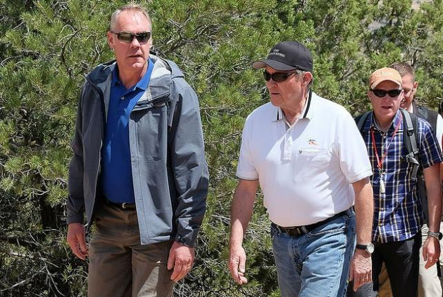 Photo of Zinke.
