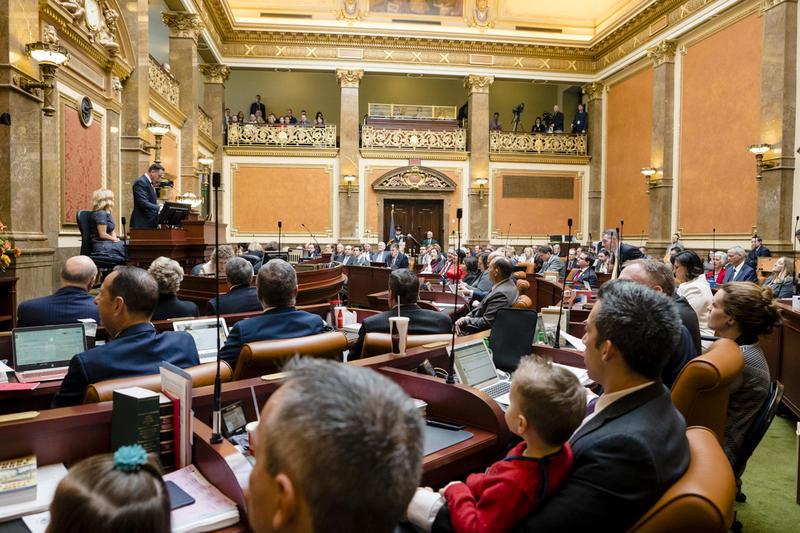 Photo of kids in legislature.