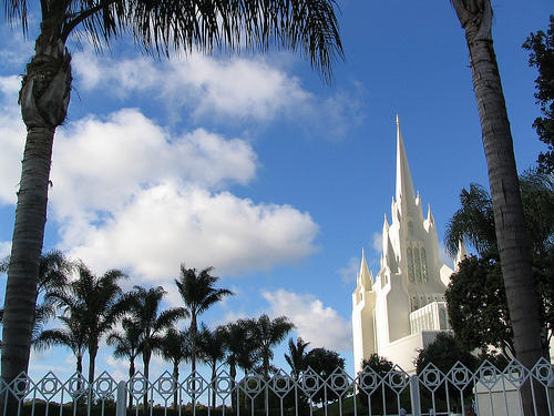 "San Diego California Temple. Photo by <a href=""http://www.flickr.com/photos/peterkaminski/56797638/\"" target=\""_blank\"">Peter Kaminski</a>"