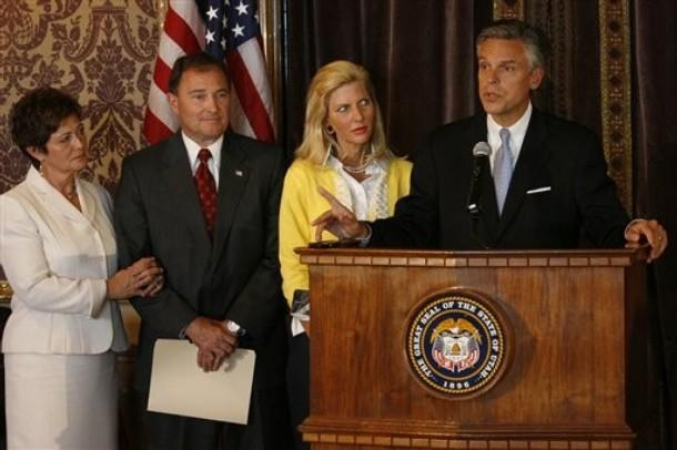 From left, Jeanette, and Gary R. Herbert stand with Mary Kaye and Utah Gov. Jon Huntsman Jr. at a news conference about the transition of the office of Governor on Monday, May 18, 2009 in Salt Lake City.