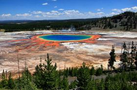 Grand Prismatic Spring and Midway Geyser Basin, Yellowstone National Park.