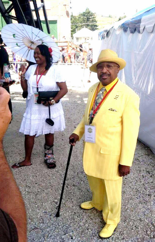 Swamp Dogg looking dapper before the show.