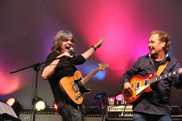 Mike Stern and Lee Ritenour at the Crown Guitar Festival and Workshop