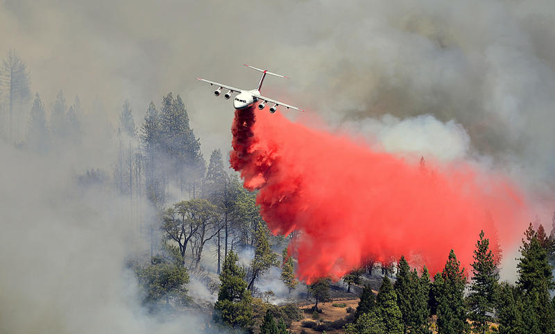 A Neptune Aviation next-generation air tanker drops retardant on a fire