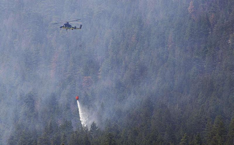 A helicopter drops water on the interior of the Roaring Lion Fire, August 3, 2016.