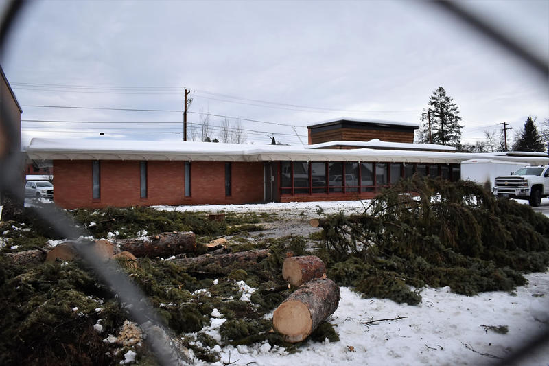 Frank Lloyd Wright's Lockridge Medical Clinic in Whitefish, MT, built in 1958, is slated for demolition to make way for a new three-storey multi-use facility.