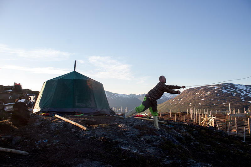 Reiulf Aleksandersen throwing a lasso in Norway