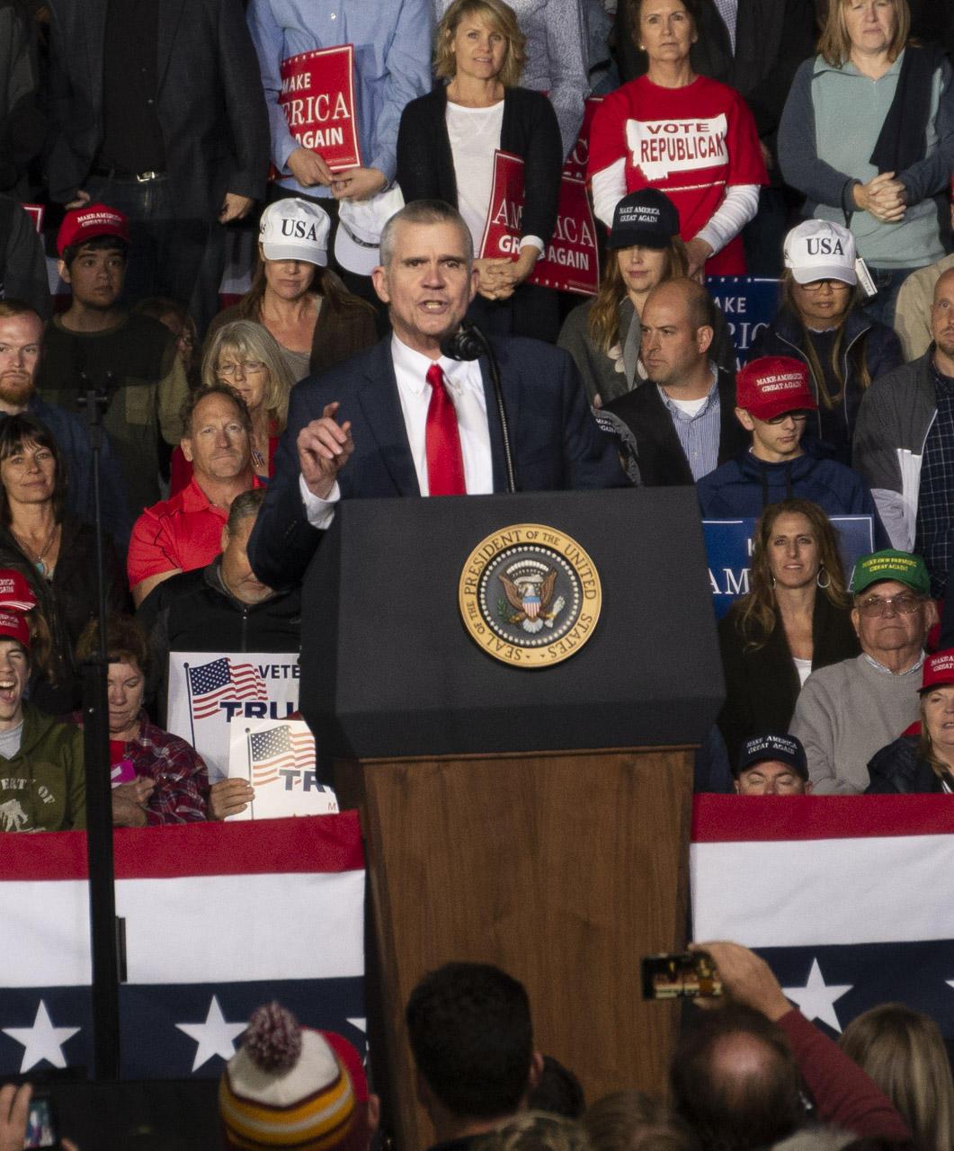 Trump praises lawmaker for assaulting reporter