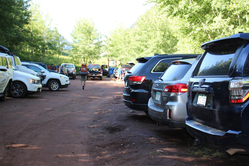 A crowded parking lot near Conundrum Hot Springs