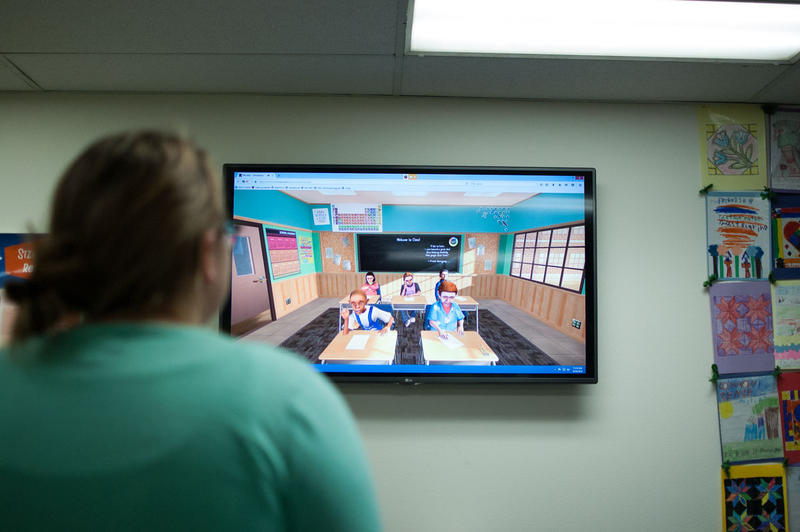 A UNC teaching student gives a lesson to a virtual reality class. The simulation is meant to prepare teaching students before they start their first student teaching assignment.
