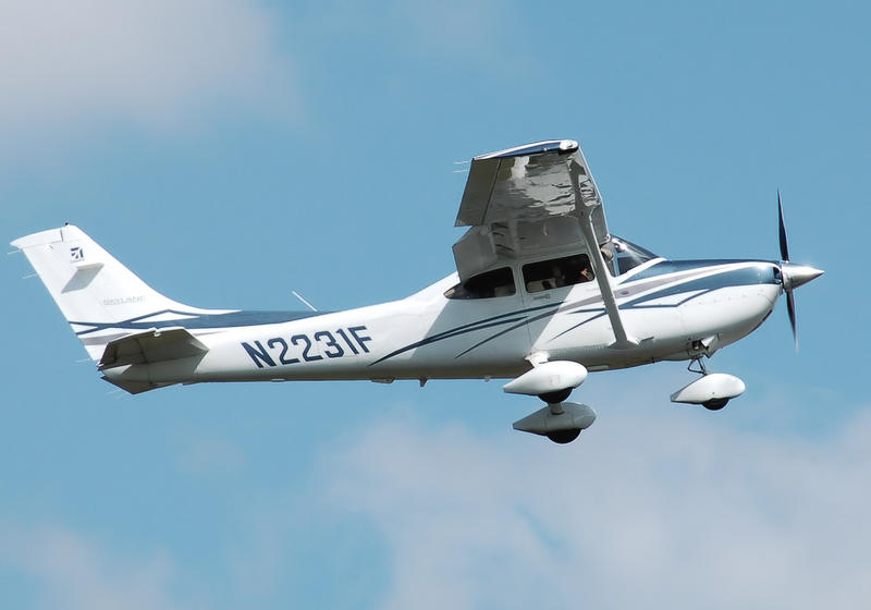A Cirrus 4 seater plane like the one Roqué Garcia owned.