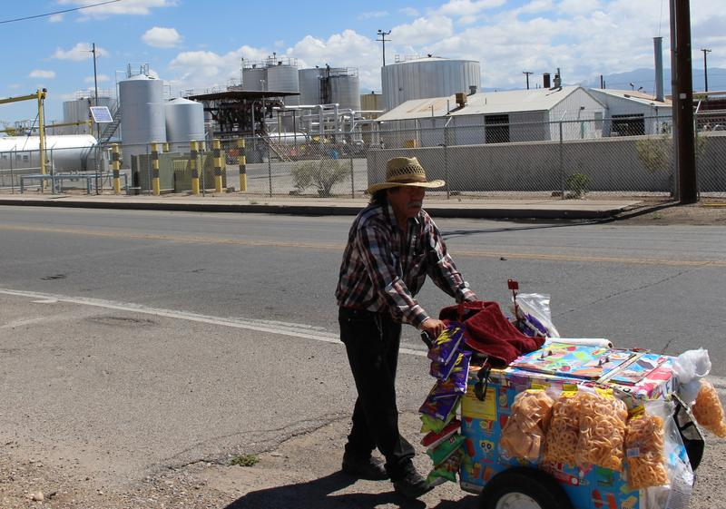 A street vendor pushes his cart in the San Jose neighborhood