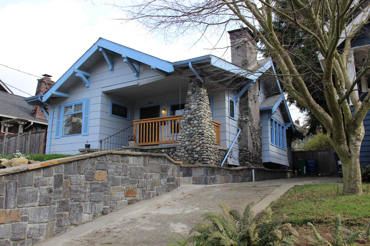 The story behind seattle 39 s obsession with craftsman homes for Large craftsman style homes