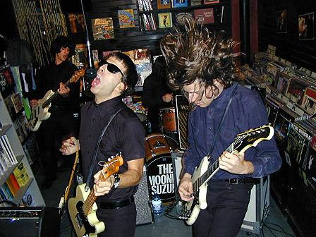 The Mooney Suzuki's in-store performance, November 2000.