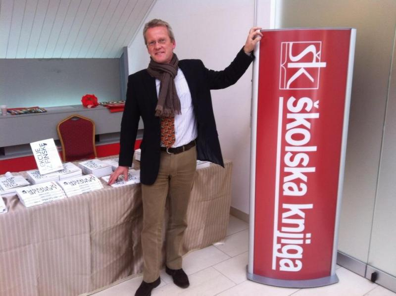 Pasi Sahlberg at a book launching, October 10, 2012.