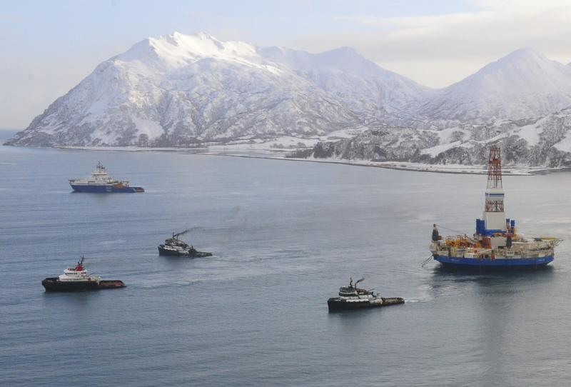 The Shell's Kulluk oil rig, with three tugboats and an escort ship, on its way from Kodiak Island to Dutch Harbor, Alaska.