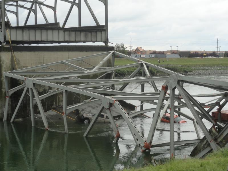 The two vehicles that fell off the bridge.