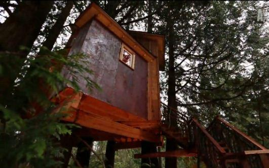 "The treehouse at Bear Creek Studio featured on ""Treehouse Masters."""