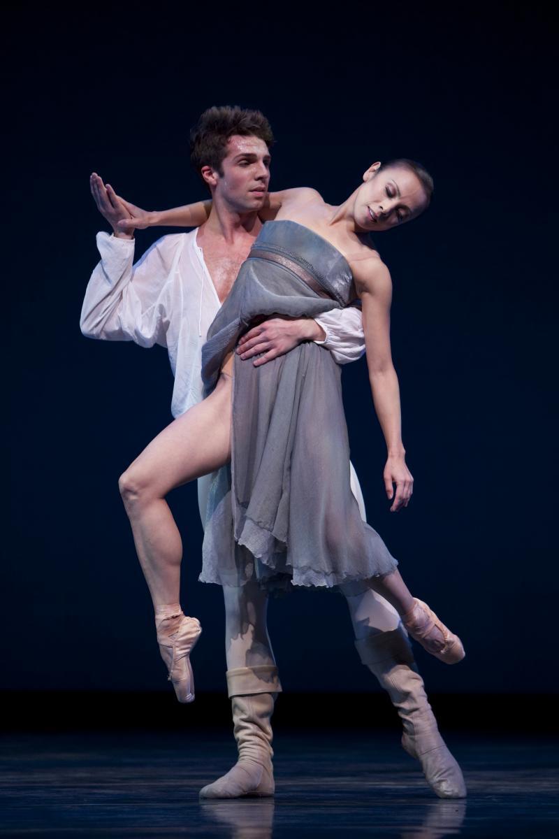 "Lucien Postelwaite and Kaori Nakamura in Maillot's ""Romeo et Juliette"""