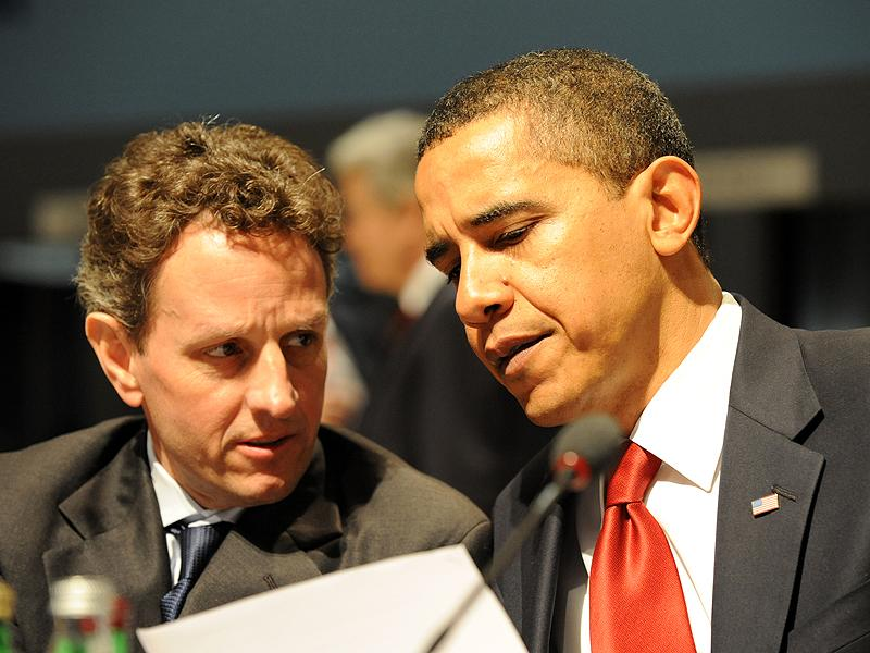 Former U.S. Secretary of the Treasury Timothy Geithner and President Barack Obama  at the G20 London Summit, 2 April 2009.