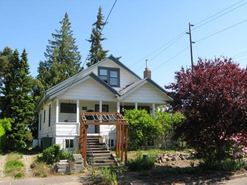 Bright Morning Star, in Seattle's Greenwood neighborhood, finds its roots in the Quaker tradition of peace activism.