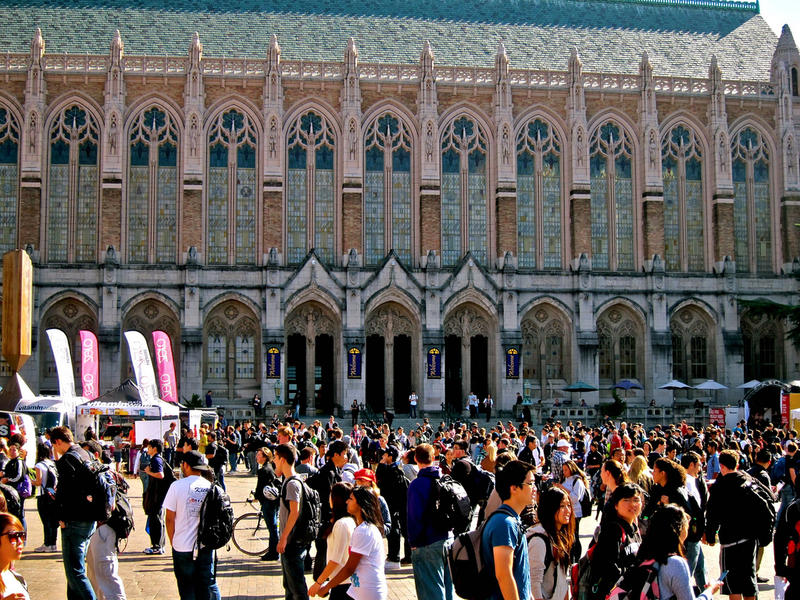 A large group of students in the University of Washington's Red Square.