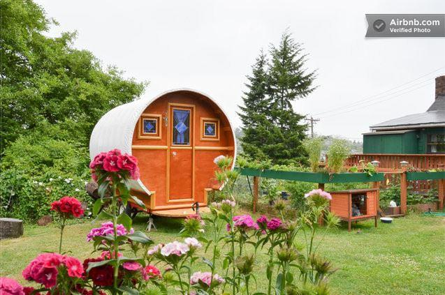 Gypsy wagon on the same property as the previous lodging. Queen Anne; $65.