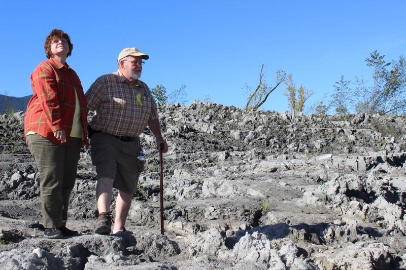Gail and Ron Thompson return to the site of the devastating mudslide for the first time since it took out their home and killed many of their neighbors.