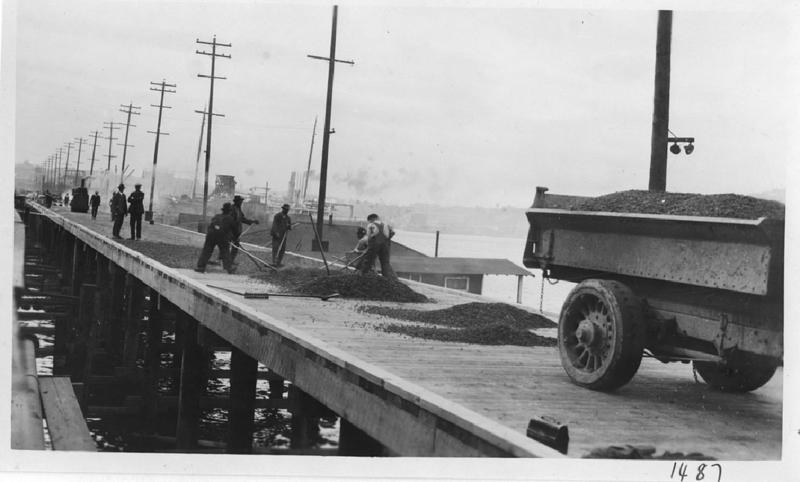 Paving the Fairview Avenue trestle, 1924