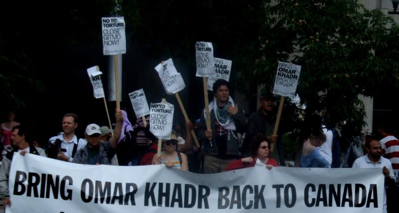 Canadian demonstrators demanding Khadr's repatriation.
