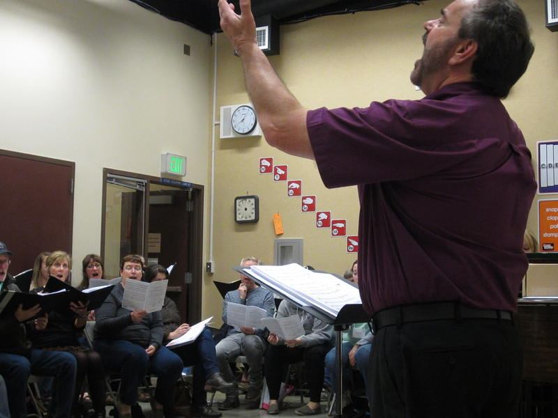 Mark Adrian conducts Cantare Vocal Ensemble rehearsal.
