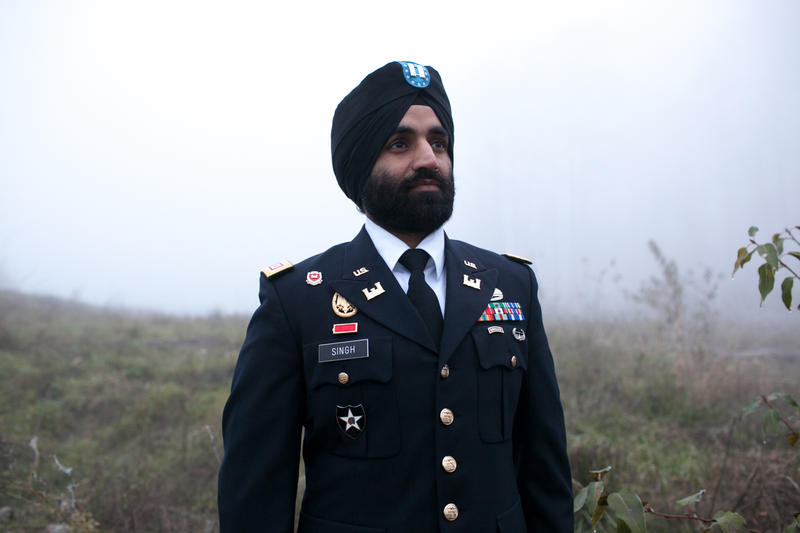 Captain Simratpal Singh wearing his turban and full beard with his US Army uniform.