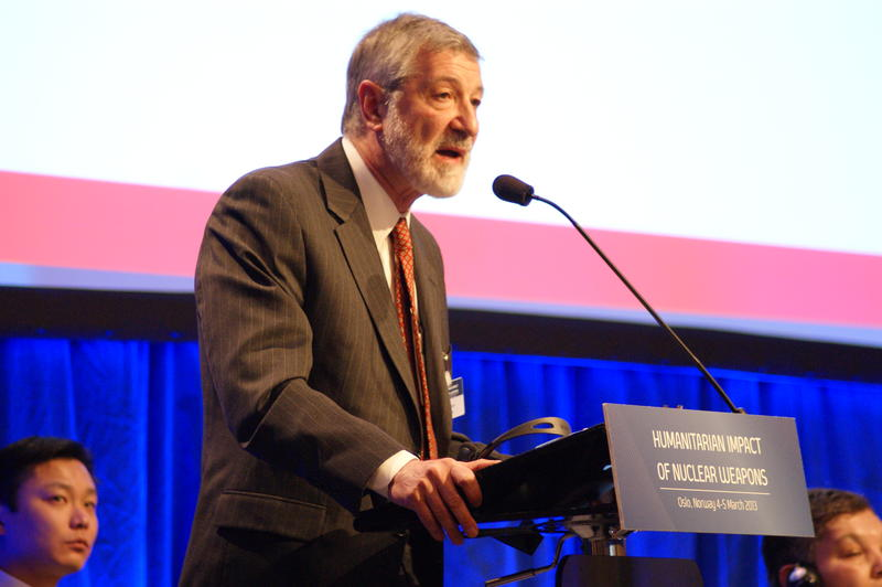 Dr. Ira Helfand at 2013 conference in Oslo, Norway.