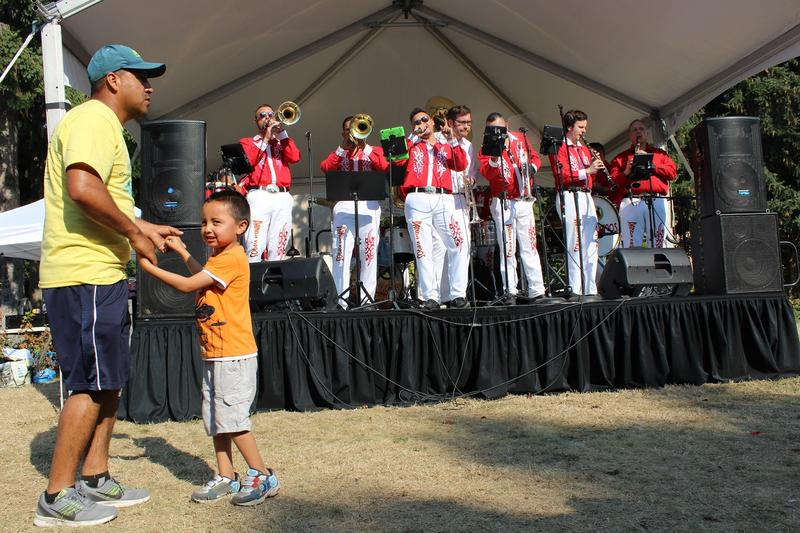 Banda Vagas entertains the audience in Seattle's South Park Duwamish River Festival.