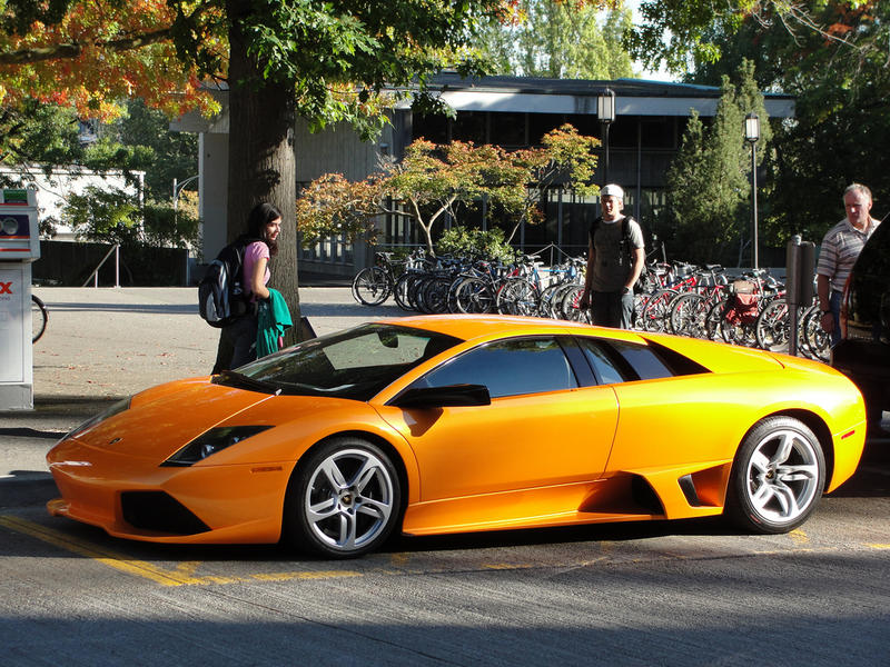 A Lamborghini at the University of Washington. Nearly 2,000 cars in Seattle are listed as having cost more than $80,349 – the current median household income for Seattle.