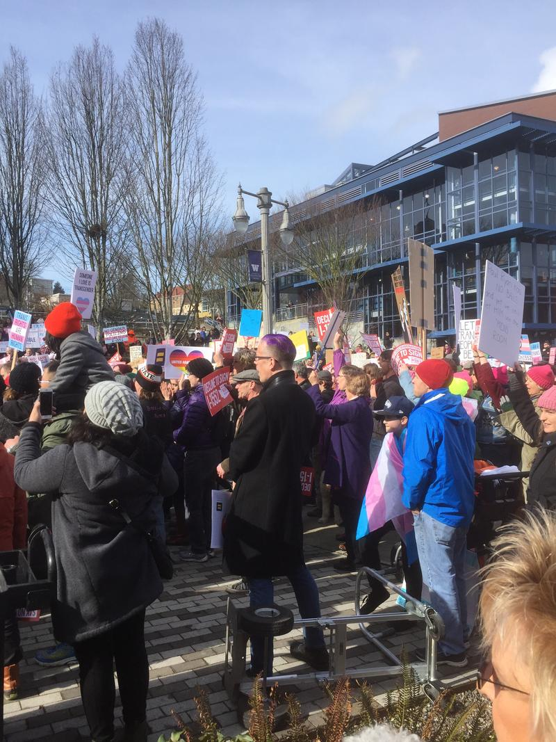 Crowd at UW Tacoma 'Decline to Sign' rally
