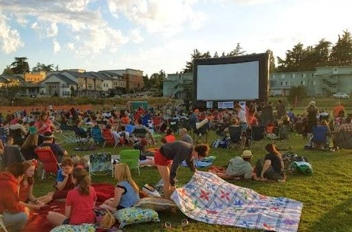 File: Magnuson Park movie night, 2015.