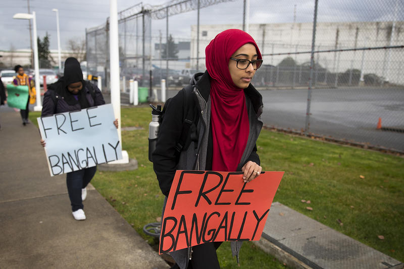 University of Washington student Maryam Hussain walks into the Northwest Detention Center on Wednesday, November 29, 2017, before a bond hearing for Bangally Fatty, in Tacoma.