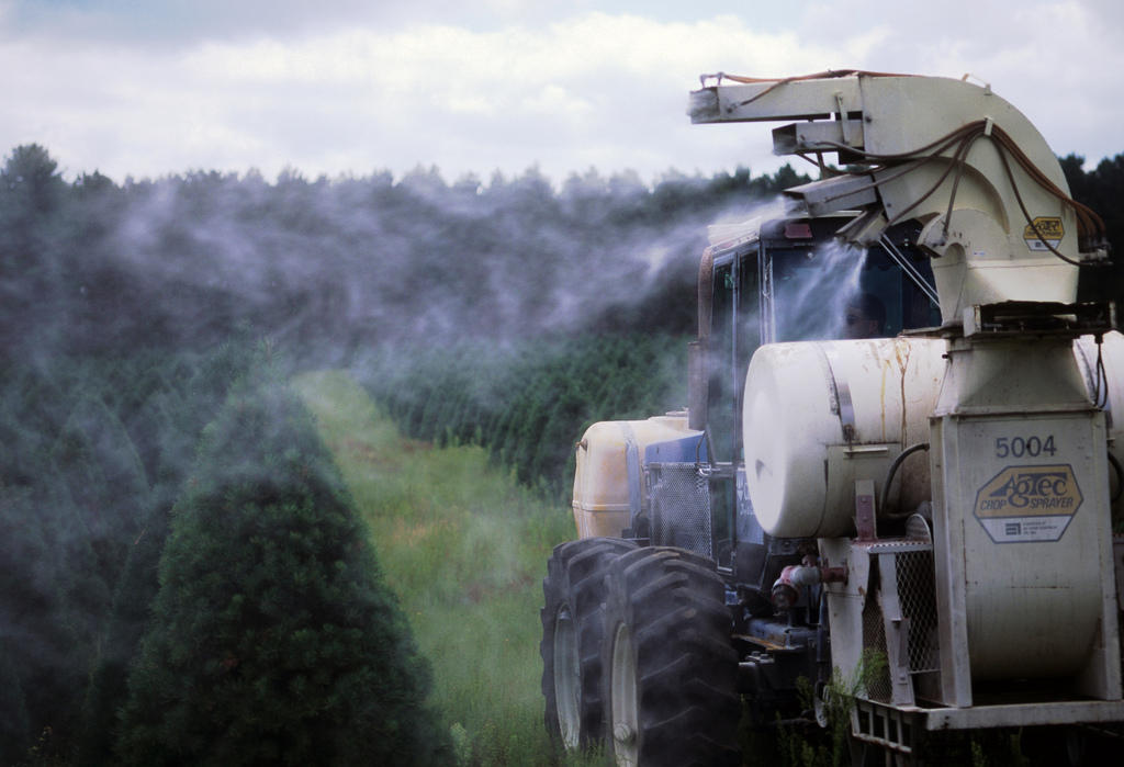 EPA Toughens Pesticide Rules To Protect Farmworkers | KUOW News ...