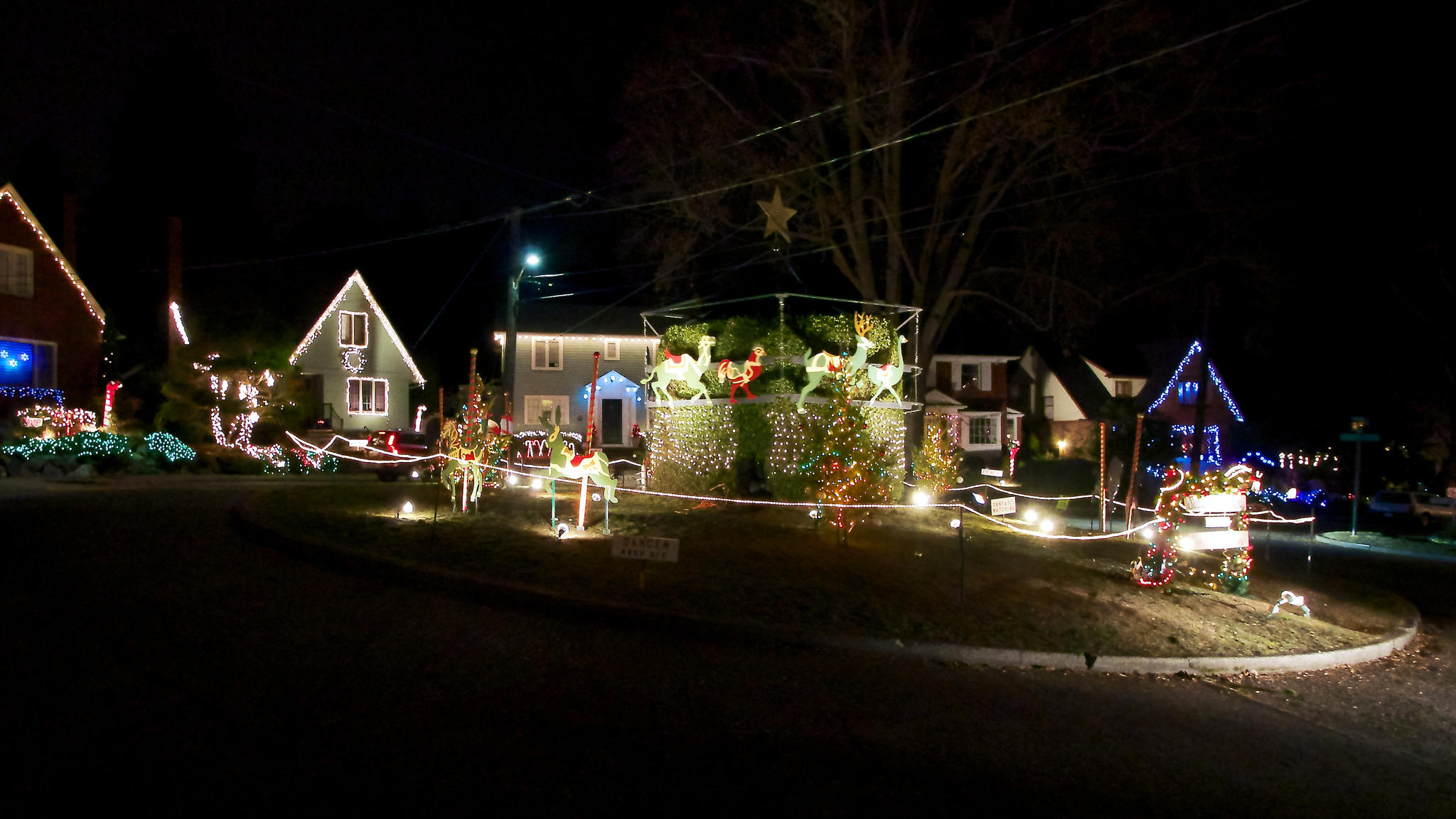 Grinch stealing lights christmas decorations - Candy Cane Lane In 2013 In Seattle S Ravenna Neighborhood