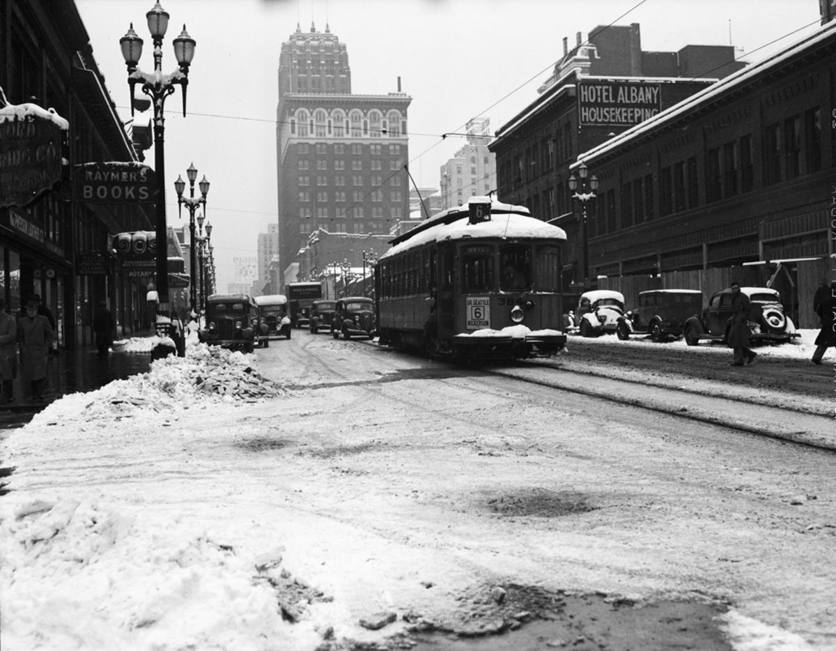Champion Driving School >> PHOTOS: Old school Seattle in snow, failing at driving | KUOW News and Information