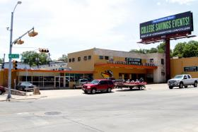 The vacant storefront to the left is the former site of Austin's first 24-hour 7-Eleven.