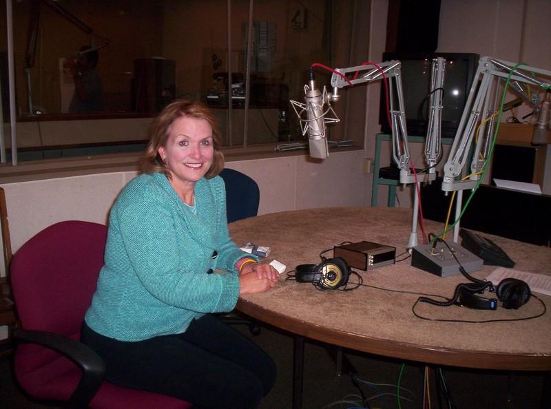 Elizabeth Edwards getting ready for an interview with KUT News in 2007.