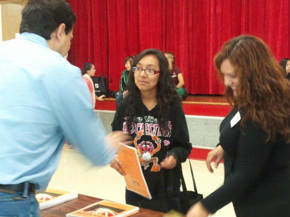 Con Mi Madre, a non-profit that encourages Hispanic mothers to seek a college education for their daughters, hosted a college fair at Travis High School in Austin Saturday.