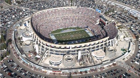 The Texas Longhorns and California Golden Bears meet in the 2011 Holiday Bowl tonight at San Diego's Qualcomm Stadium.