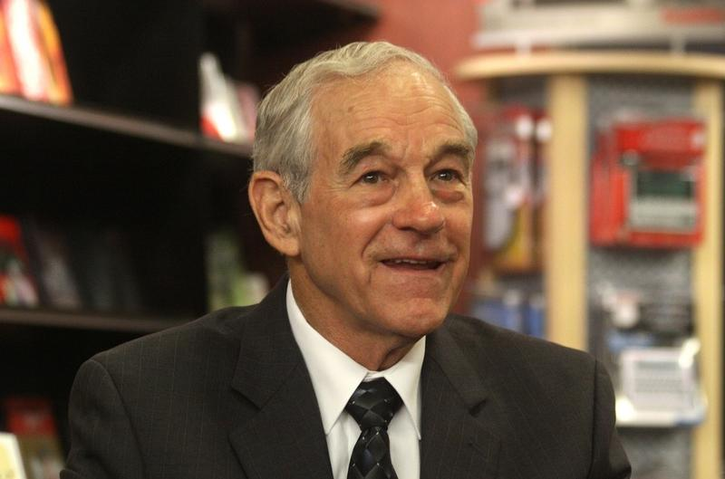 Texas Congressman Ron Paul's continues to run in a virtual tie with Mitt Romney, according to a Des Moines Register poll released Saturday night.