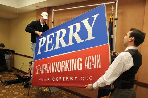 Perry staffers take down the governor's signage following a fateful decision announced over fast-food .