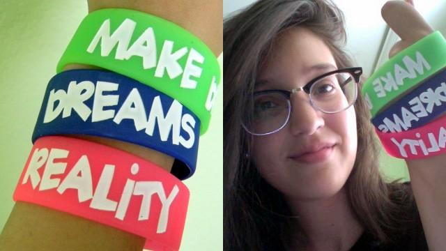 High school student Audrey Vivar (right) sold bracelets to finance a scholarship for an undocumented student.