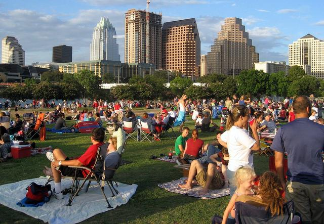 The July 4th symphony crowd at Auditorium Shores in 2007.